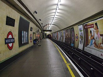 Wood Green tube station - Image: Wood Green stn southbound look north