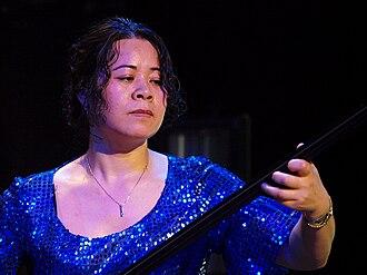 Sanxian - Xu Fengxia playing sanxian