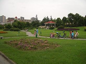 Hanjiang District, Yangzhou - Image: Yangzhou park at Wenchang Lu and Weiyang Lu CIMG3415