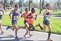 Zwarte vrouwen tudden blanke mannen marathon Rotterdam 2016.jpg
