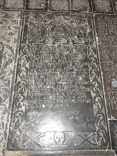 Église Notre-Dame-de-l'Assomption de Boulogne-sur-Helpe tombe