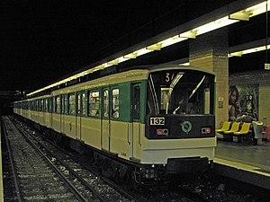 Gallieni (Paris Métro) - Image: Île de France RATP MP 67 n°132 M3 Gallieni