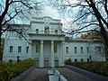 Здание бывшего архиерейского дома в Кирове.JPG