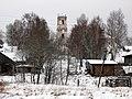 Комплекс Троицкой церкви - высотная доминанта села. Вид из-за реки Реня.JPG