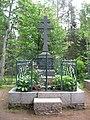 Надгробный памятник на могиле настоятеля Валаамского монастыря игумена Павлина.jpg