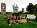 Памятник ВОВ. На фоне разрушенная Колокольня церкви архангела Михаила.jpg