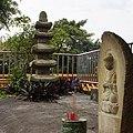臨濟護國禪寺石塔與石佛 Stone Pagoda and Buddha in Linji Huguo Chan Monastery - panoramio.jpg