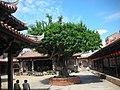 鹿港龍山寺 中埕 老樹 Lukang Longshan Temple - panoramio.jpg