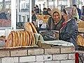 094 Marg'ilon Dehqon Bozori, mercat agrícola de Marguilan, venedores de pa.jpg