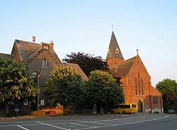 0 Ohey - Maison communale et église St-Pierre.JPG