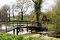 0 Passerelle dans les jardins de l'abbaye d'Aywiers (1).JPG