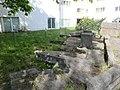 1210 Dopschstraße 29 - Großfeldsiedlung - Kyklopischer Steingarten von Arnulf Neuwirth 1973 IMG 2982.jpg