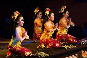Sembah - Sembah as part of pendet dance movement