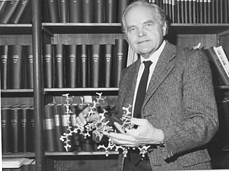 Otto Kandler - Otto Kandler in 1983, with a molecular model of pseudomurein(pseudopeptidoglycan)