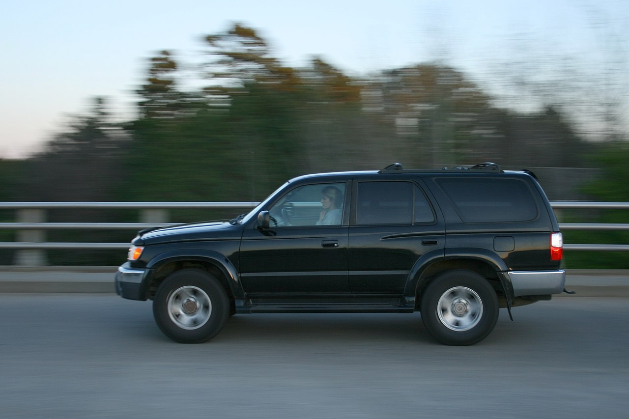 file 2009 03 20 black toyota suv nb on s lasalle st in wikimedia commons. Black Bedroom Furniture Sets. Home Design Ideas