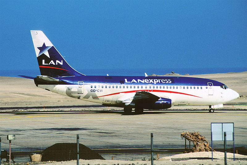 File:324ad - LAN Boeing 737-200, CC-CVI@IQQ,30.09.2004 - Flickr - Aero Icarus.jpg