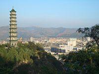 5773-Linxia-Wanshou-Guan-pagoda-and-city-view.jpg