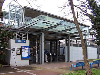 Achères–Ville station - Station entrance