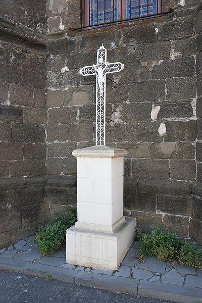 Adissan (Hérault) - croix au chevet de l'église.
