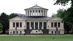 Akademisches Kunstmuseum - Exterior