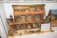 Antique toy Noah's Ark (26104957434).jpg