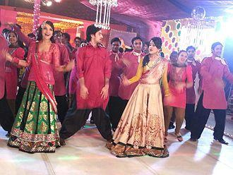 Aamina Sheikh - Sheikh with Mahnoor Khan and Jahanzaib Khan performing on song Ko Ko Korina.