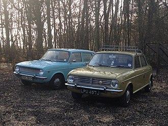 Austin Maxi - Austin Maxi MkI (left) and Austin Maxi MkII