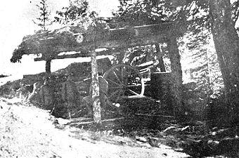 Avstro-ogrski top v zakritju na soški fronti.jpg