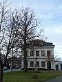 Bývalá škola v Břuchotíně po rozsáhlé rekonstrukci a kříž.jpg