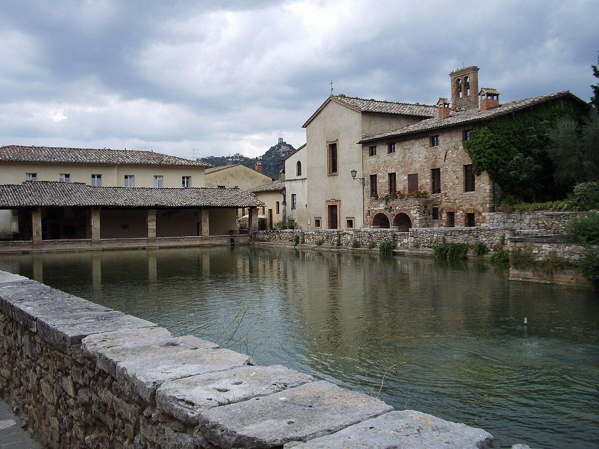 Bagno vignoni wikivoyage guida turistica di viaggio - Distanza da siena a bagno vignoni ...
