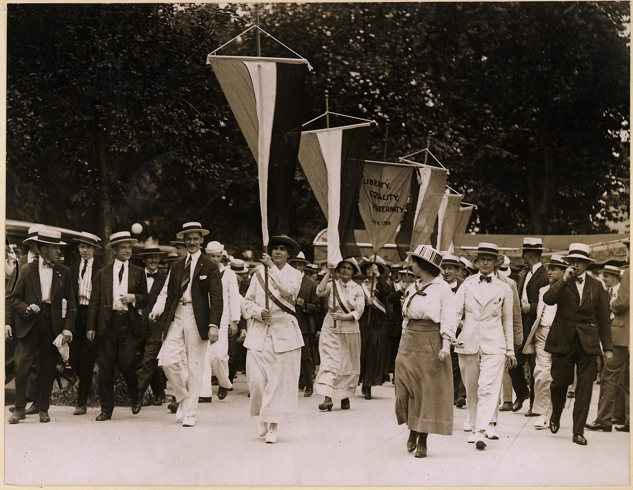australia women s suffrage In 1891, a handful of determined women from the woman's christian temperance union and the victorian temperance alliance, together with other suffrage groups, went door-to-door with a petition to gain the right to vote for victorian women:.