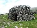 Beehive huts (Cloghan) on Dingle penninsular. - panoramio.jpg