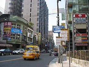 Beitou Park bus stop boards on Kuang Ming Road 20060221.jpg