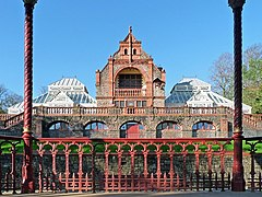 A photograph showing the 19th century Pavilion and Conservatories, surrounded by the green spaces of the Park