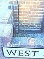 Benchmark on ^22 West Street - geograph.org.uk - 2132315.jpg