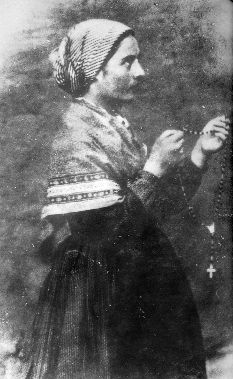 Bernadette Soubirous en 1861 photo Bernadou 1.jpg