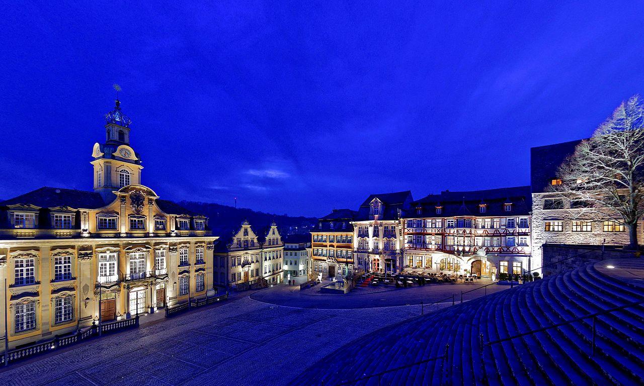 1280px-Blaue_Stunde_in_Schw%C3%A4bisch_Hall._03.jpg?uselang=de
