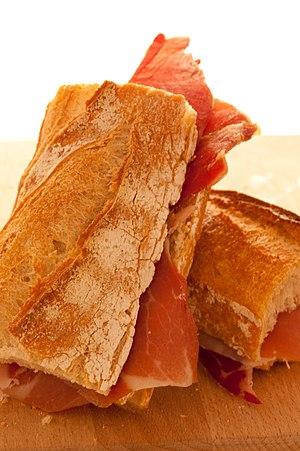 English: Bocadillo with jamon. Español: Bocadi...