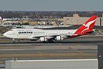 Boeing 747-438ER 'VH-OEE' QANTAS (30651335401).jpg