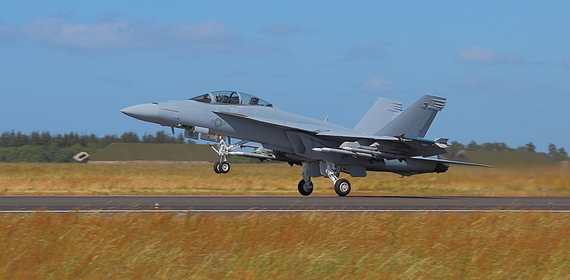 File:Boeing FA-18F Super Hornet at take off Danish Air Show 2014-06-22 aligned.jpg