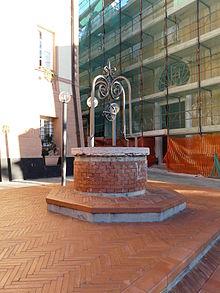 Pozzo pubblico davanti alla piazza del municipio