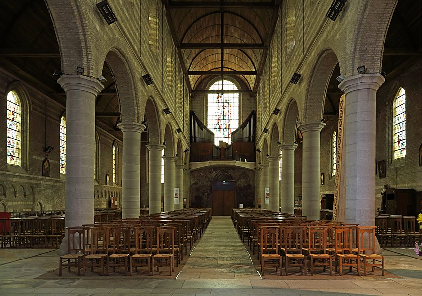 Bourbourg (département du Nord, France): interior of St John the Baptist church