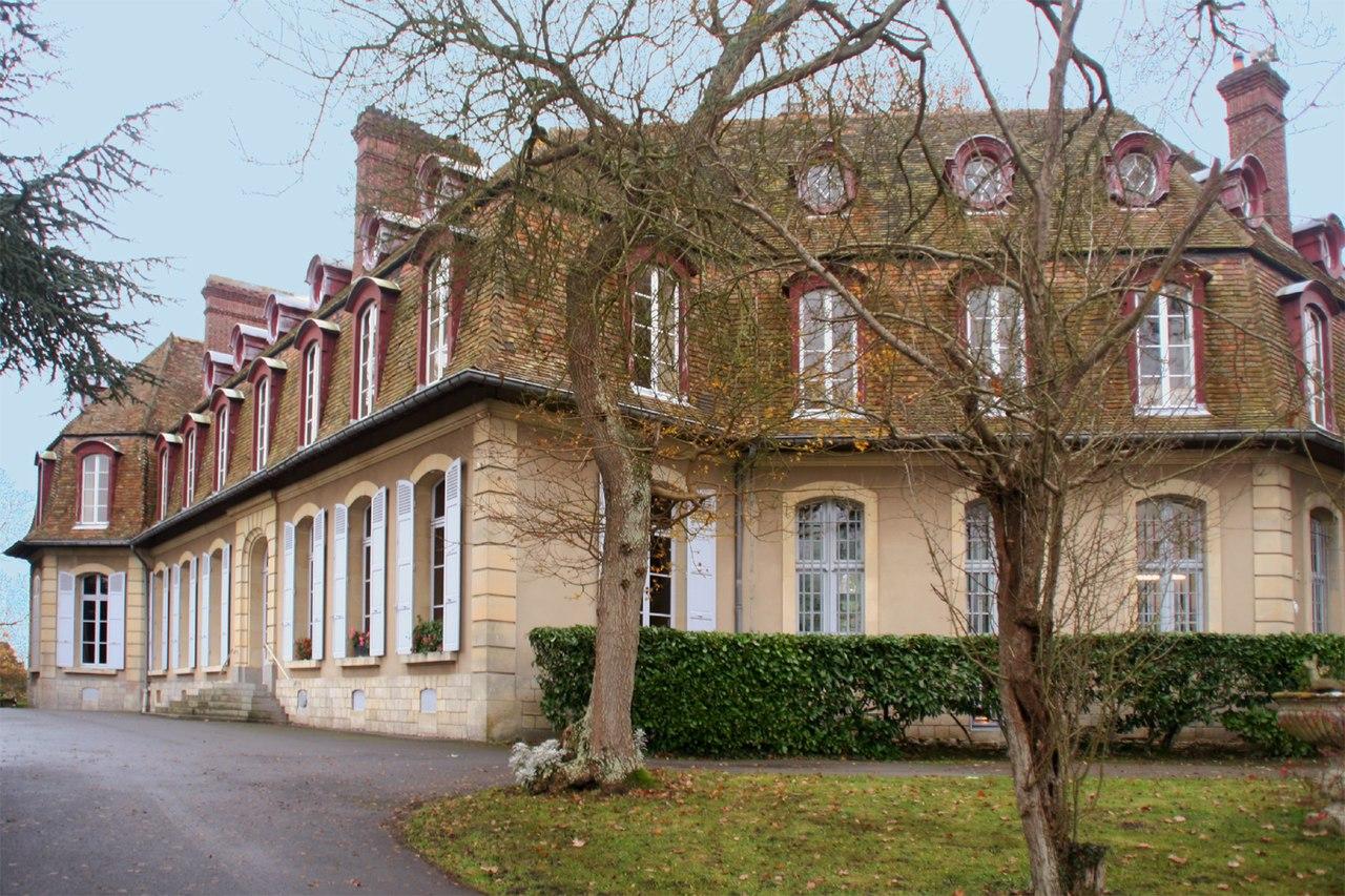 photographie représentant le monastère de l'Annonciade à Brucourt