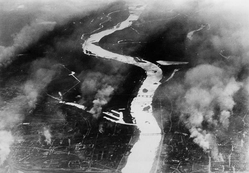 Bundesarchiv Bild 183-S53511, Warschau, Weichsel, Brände