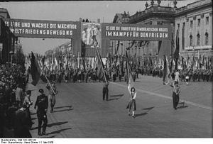 Manifestación del Primero de Mayo de 1950 en Berlín Este, República Democrática Alemana.