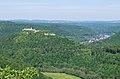 Burg Hohenurach gesehen vom Rutschenfelsen.jpg