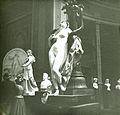 CD 48 Gd Palais Statue.jpg