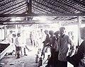 COLLECTIE TROPENMUSEUM Een groep mannen met een fotocamera op de rubberplantage Langsa Estate TMnr 60021727.jpg