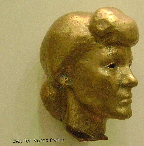 Ficheiro:Cacilda Becker - busto.JPG