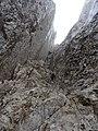 Camí equipat amb cadenes al Calderer, Pedraforca (novembre 2012) - panoramio (1).jpg